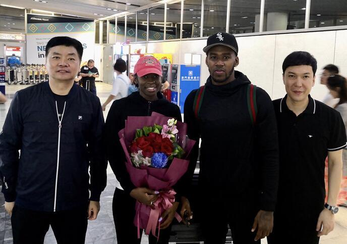 马龙vs张继科 亚当斯抵澳门与新疆男篮会合 杰弗森19日将抵达