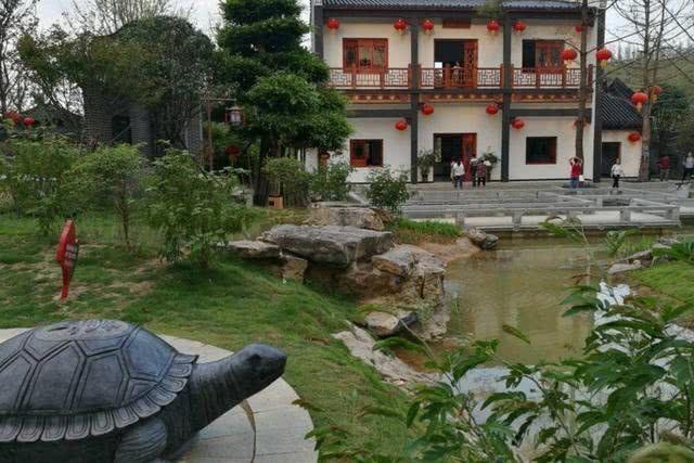广西花费7.4亿打造古城,开始游客爆满,收取门票后就凉了