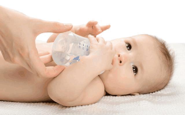 育兒專家:4條斷奶經驗抓住秋季斷奶期,寶寶少哭鬧媽媽少擔心