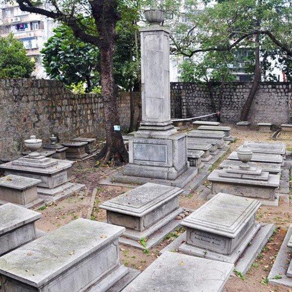 澳门这块免费墓地,吸引很多游客参观,墓地有什么好看的?
