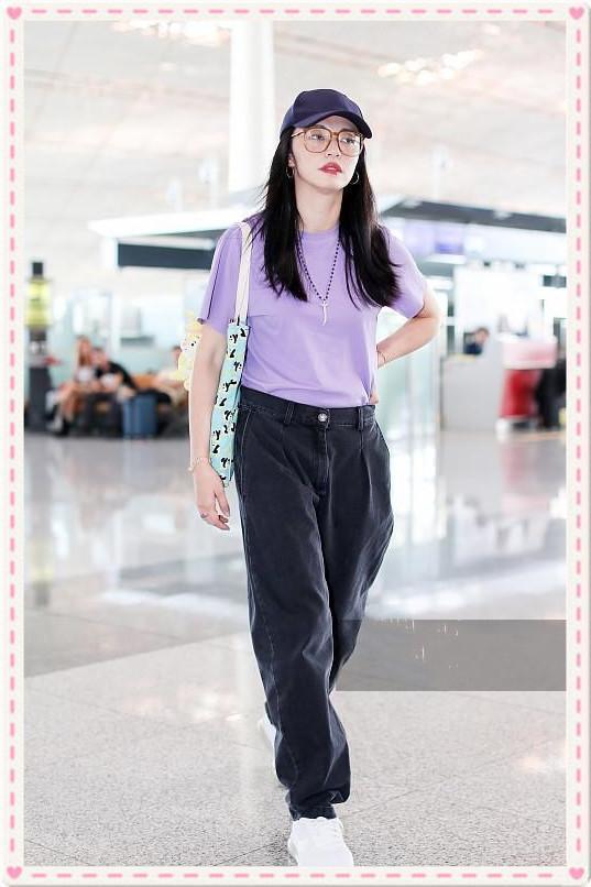 当38岁姚晨穿紫色T撞上27岁李沁,才知道30+的女人扮嫩有多可怕!