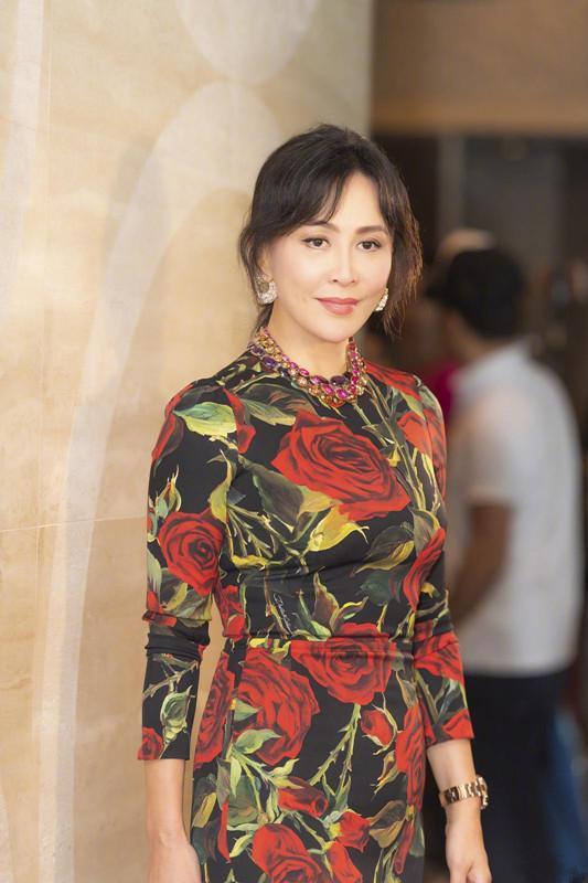53岁刘嘉玲和55岁关之琳再同台,只相差2岁,差距却出来了