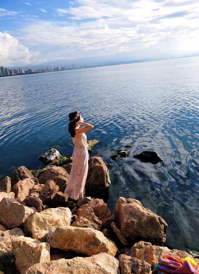 96年小姐姐带妈妈泸沽湖旅行,网友:糟糕,我好像恋爱了