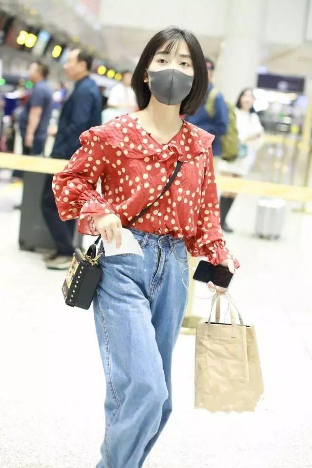 沈月开窍,看到吴昕穿这种裤显瘦显腿长,她也跟着穿,还真显高了!