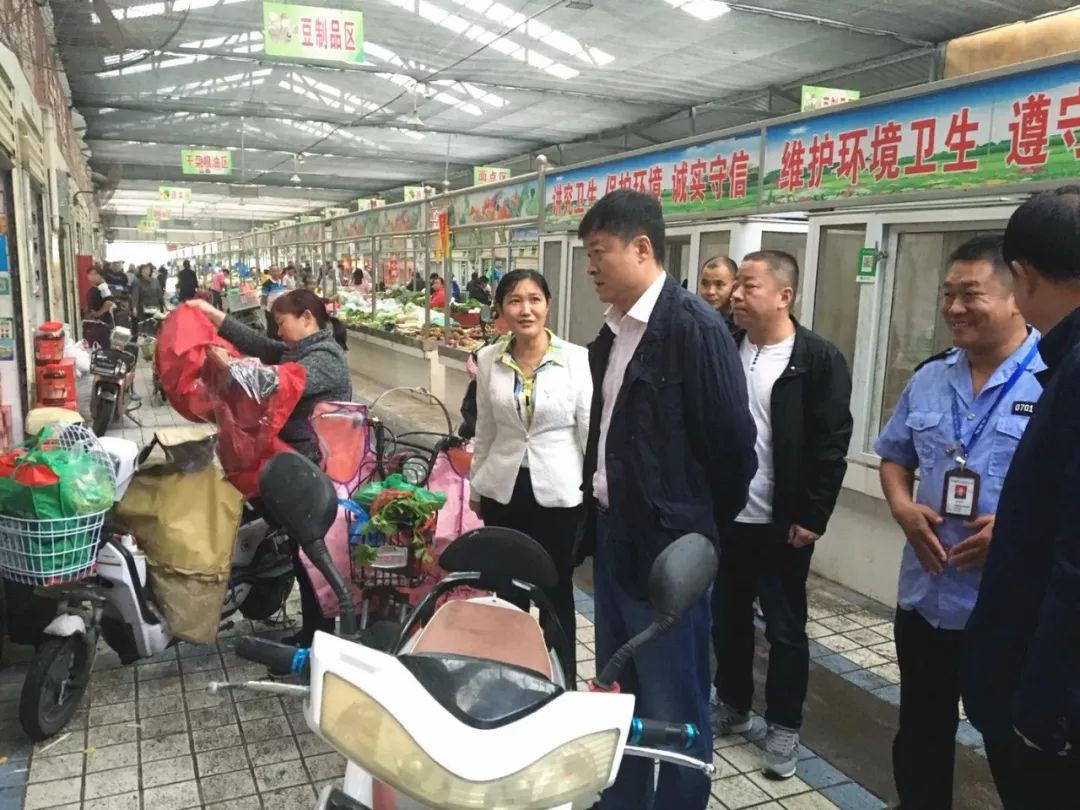 王玉琛带队督查中秋、国庆节前食品安全监管和保障工作