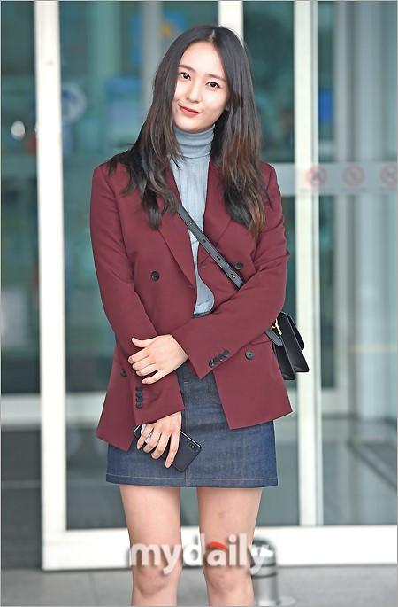 1/ 15 搜狐韩娱讯 9月21日下午,韩国女艺人郑秀晶为参加在米兰举行的