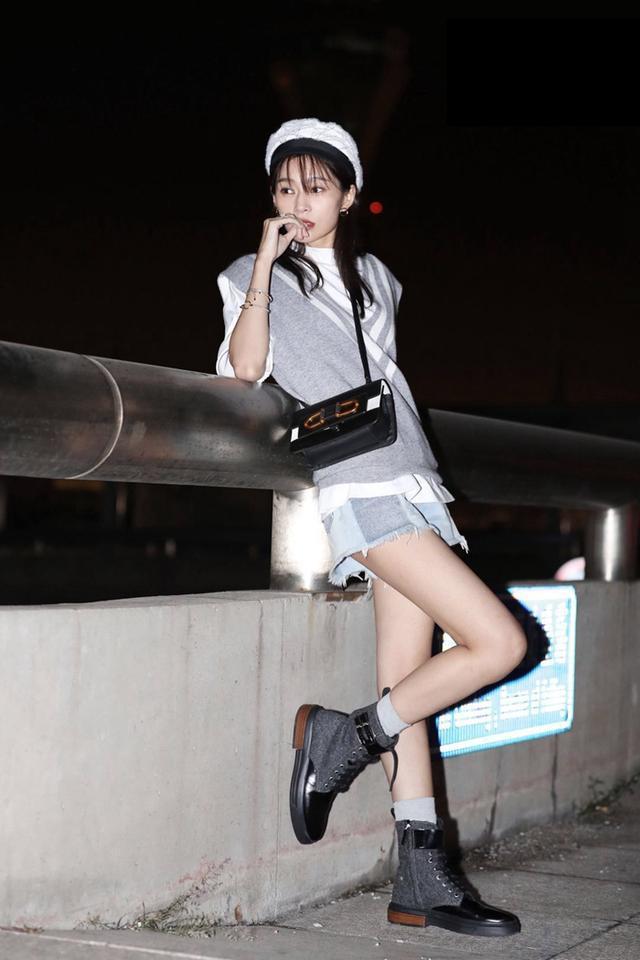 """王媛可让大家见识了什么是""""牙签腿"""",穿短裤都是空荡荡的!"""