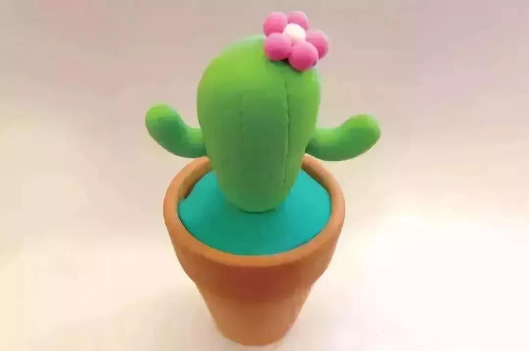 水滴状的泡沫球,花盆,绿色黏土