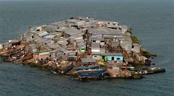 两个相邻的小岛,为什么一个挤满了人,一个却无人敢去?