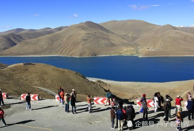中国有一处圣湖,湖里长着8亿公斤的鱼,至今没人敢下水去捕捞!