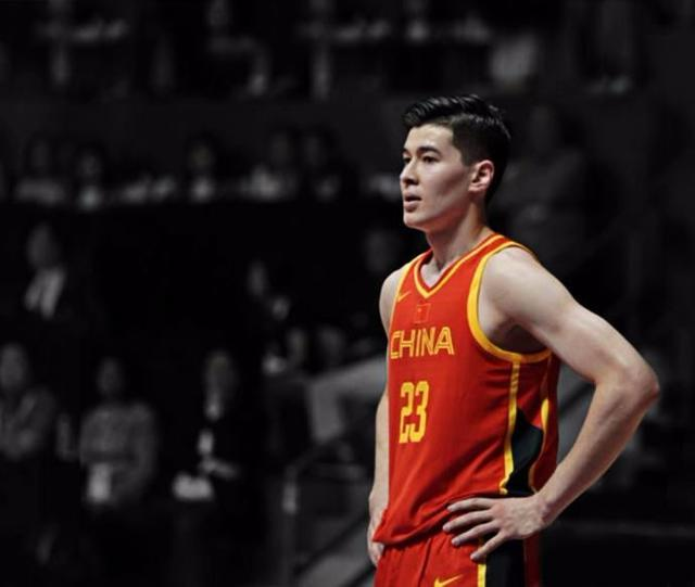 中国男篮最励志的球员!用5年从不会打球到MVP,