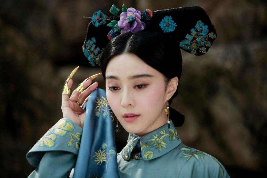 历史 正文  孝惠章皇后是顺治帝的第二任皇后,是孝庄太后的侄孙,辈分