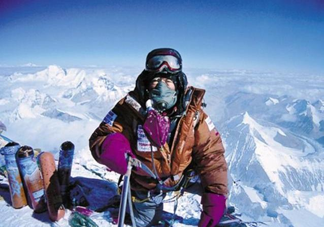 为什么登珠穆朗玛峰时,看见有人摔倒,为什么都说千万别扶?