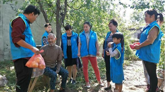 邢台市助残公益协会任县分会节前慰问农村孤寡老人
