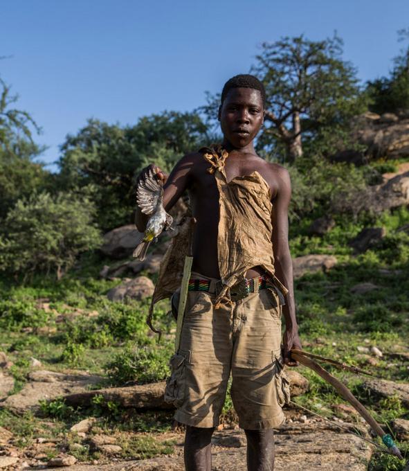 世界上最古老的原始部落,靠著狩獵為生,還能和動物交流!