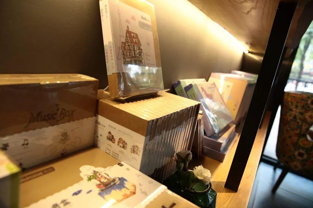 体验券截止时间2018年12月20日) 让看书像喝咖啡 新华书店九丘咖啡图片