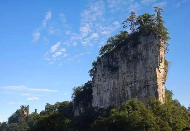 贵州400米峭壁上,发现一座200年前建的庙宇,没人知道它的来历
