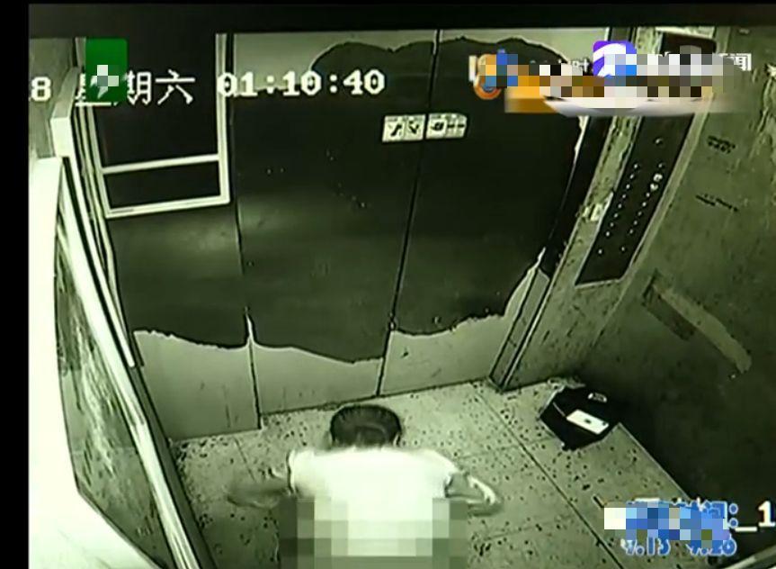 女子凌晨在电梯里做龌龊事,被摄像头记录,物业:女的职业不好说