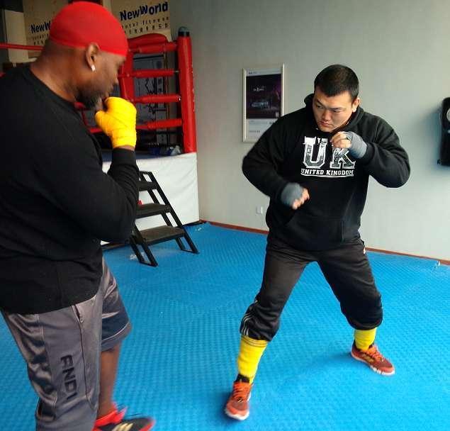 张君龙埋头苦练欲为中国拳击挽回尊严,亚洲泰森:用拳头说话!