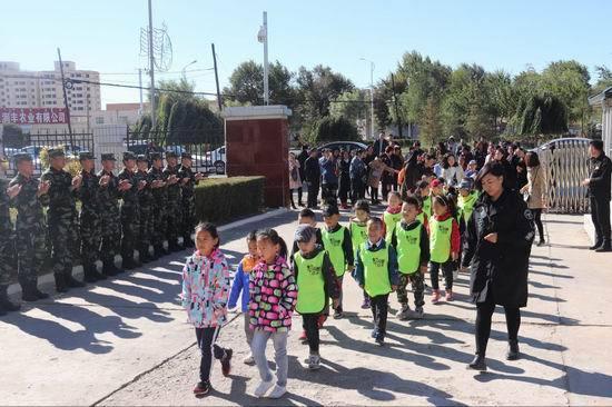 四子王旗边防大队机动中队开展警营开放日活动