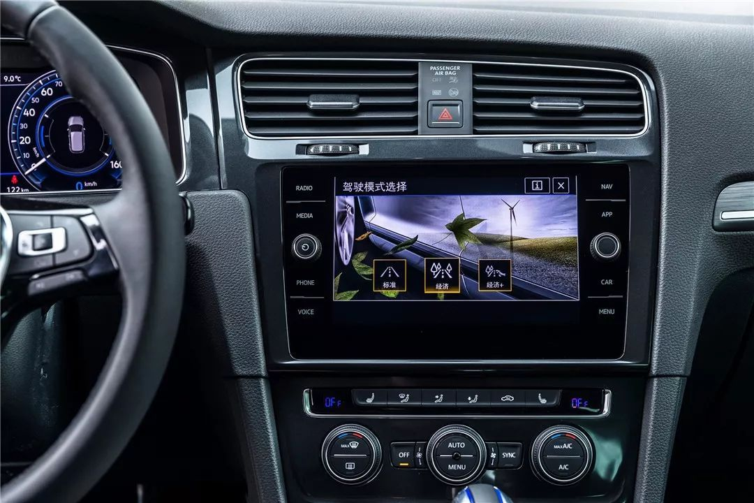 大众进口汽车甲壳虫与新e-Golf的浪漫邂逅