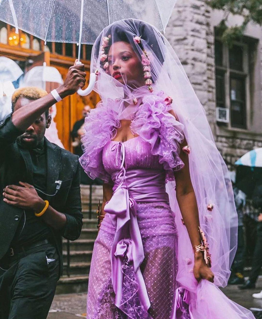 别指望看几场秀就知道「真正的女权主义」应该怎么穿 | 纽约时装周复盘