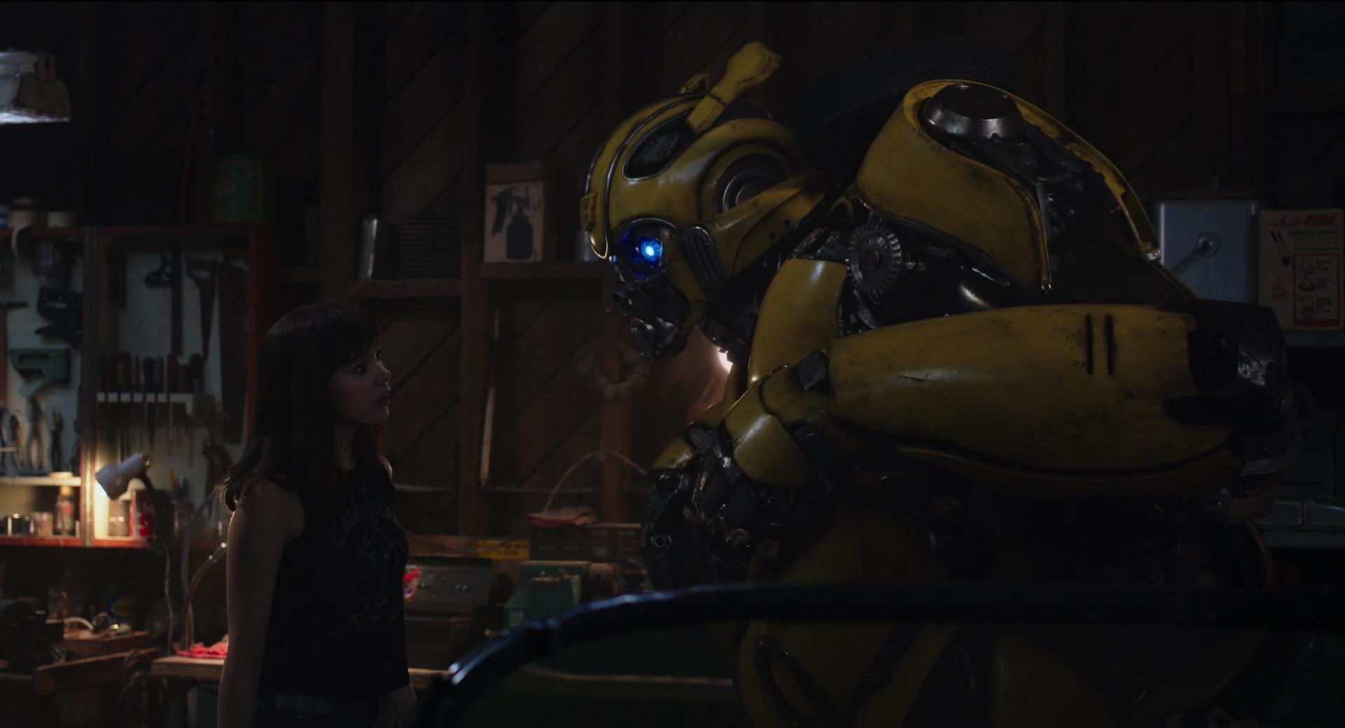 """《大黄蜂》发布""""蜂狂开战""""预告 大黄蜂绝境出击迎"""