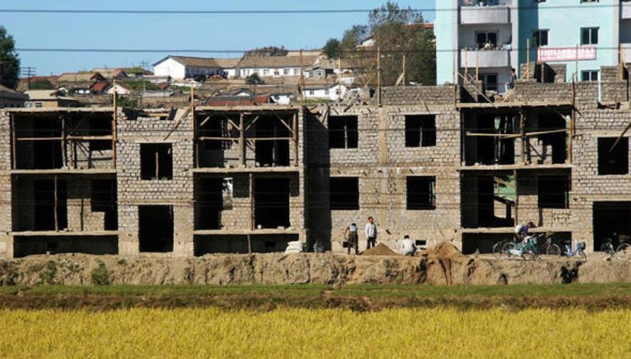 驴友实拍:朝鲜农村真实现状,厨房一尘不染