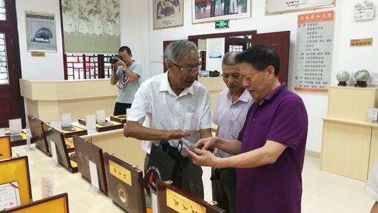 砚文化委员会名誉会长刘红军一行到江西赣州考察石城砚