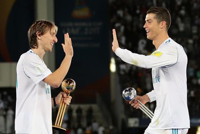 C罗给魔笛发祝贺短信!C罗没给梅西投票,但梅西投了C罗