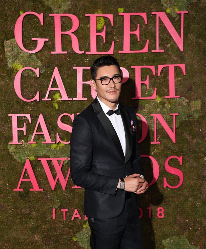 胡兵著環保禮服亮相綠毯盛典 傳遞環保時尚新態度