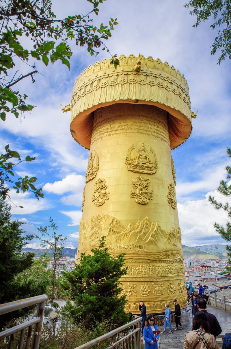 """中國保存得最好、最大的藏民居群位于這里,并被譽為""""月光之城"""""""