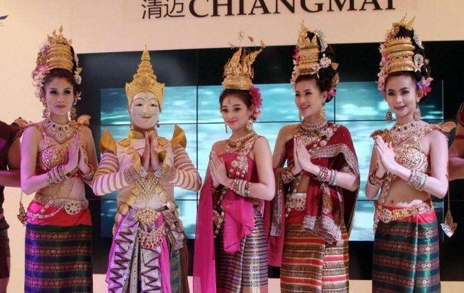 在泰国旅游看到美女,如何区分是人妖还是正常女人?看这两点!