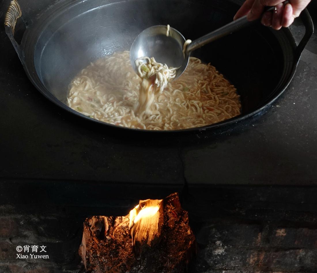 在山西永和发现了一种叫抿尖的美食,外省人一般没吃过