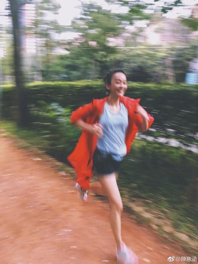 陈意涵挺孕肚跑步超开心 活泼好动的个性依旧改不掉
