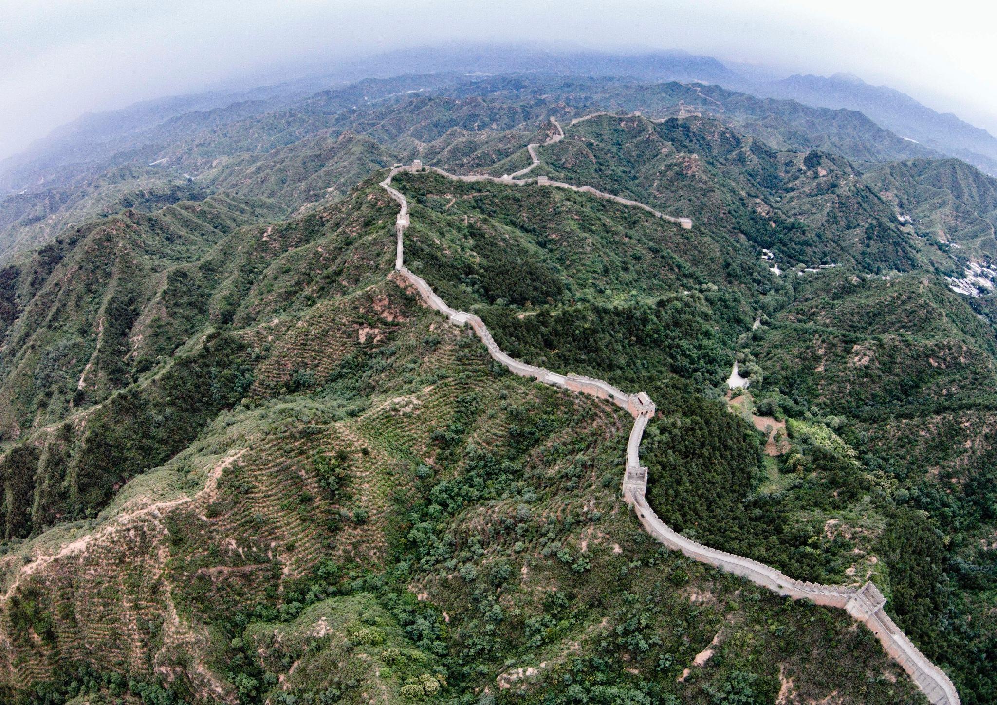 除了长城与灵渠,秦始皇还修了一大伟大工程,全是土路却不长一草