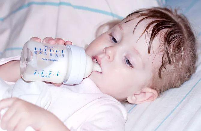 母乳喝到几岁更聪明?没弄清楚这些,还是别急着给宝宝断奶了!