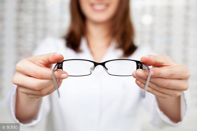 """请注意:眼镜""""超期服役""""有危害"""