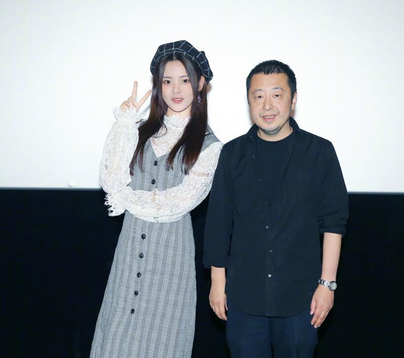 """贾樟柯自曝是女团""""迷弟"""" 承诺跟杨超越合作拍片"""