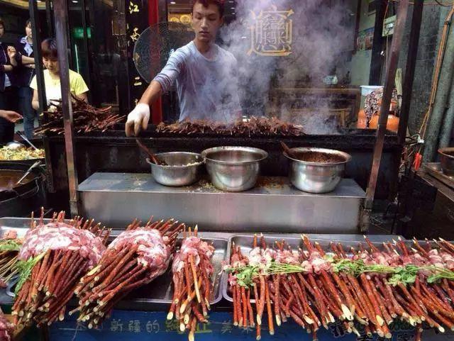 曾经西安最火小吃街,如今却差评如潮!当地人:专挣外地游客的钱