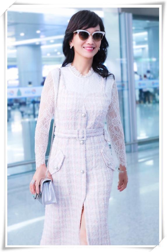 63岁赵雅芝现机场,风采依旧,端庄大方,完美诠释了自然老有多美