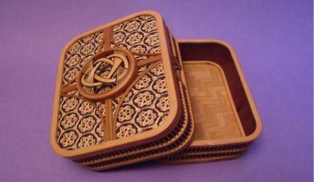 德地手抄和纸 从镰仓时代开始传承至今,已有800年以上的历史.