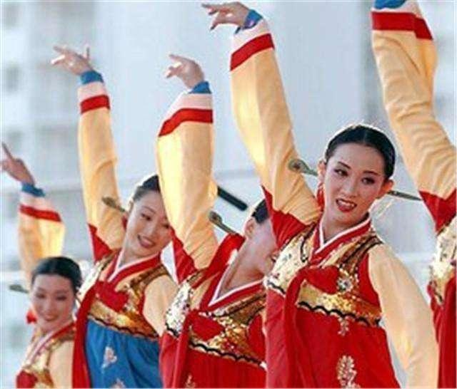 """来中国旅游,朝鲜人见许多中国人穿这种""""裤子"""", 觉得很奇怪"""