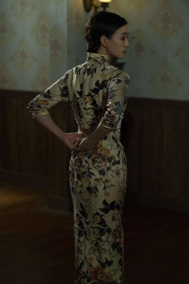 張鈞甯穿白裙秒殺模特,一千多卻穿出十萬多大牌范,這氣質沒誰了