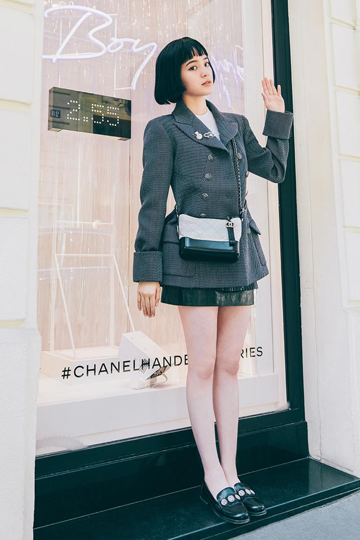 18歲歐陽娜娜穿CHANEL經典套裝,非但不老氣,還增加不少青春活力