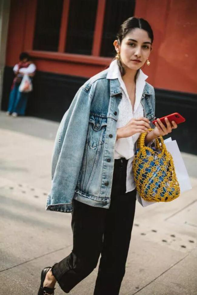 """秋天就穿这3种""""上衣"""",简单时髦好搭配,尤其是第三种!"""