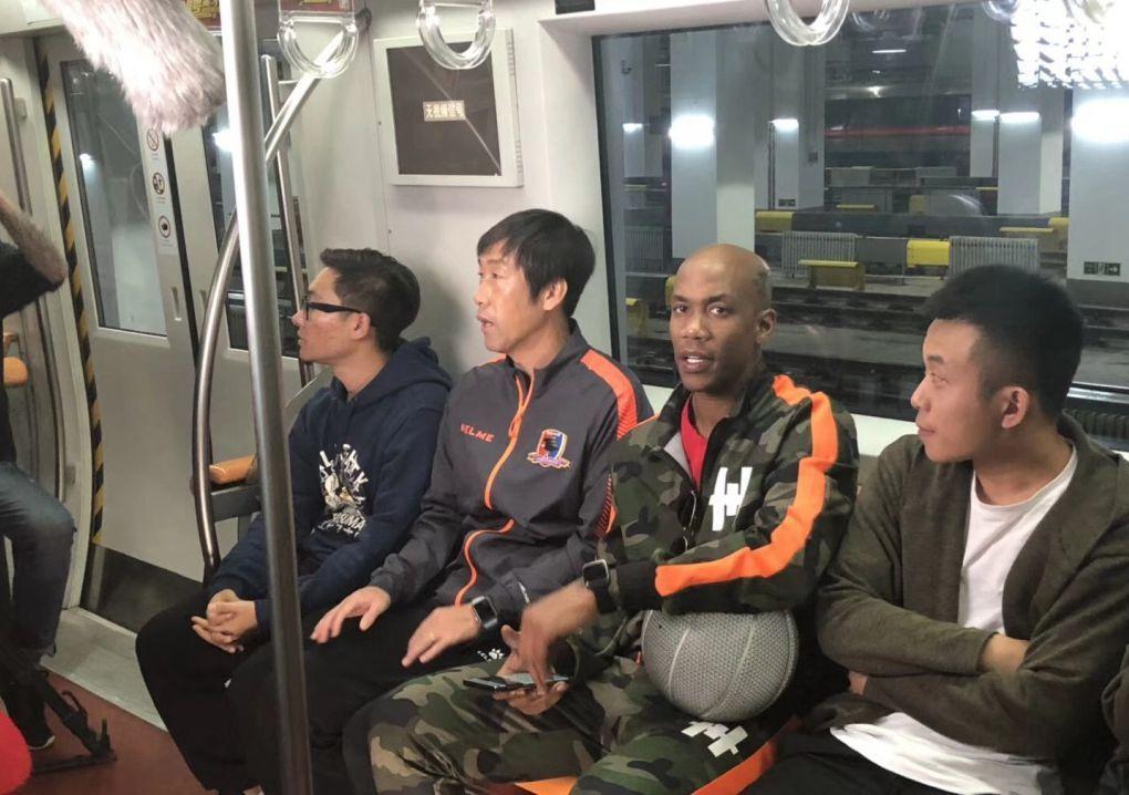 2013欧冠皇马vs曼联 北京足球篮球界名人聚首 马布里高洪波同框拍摄