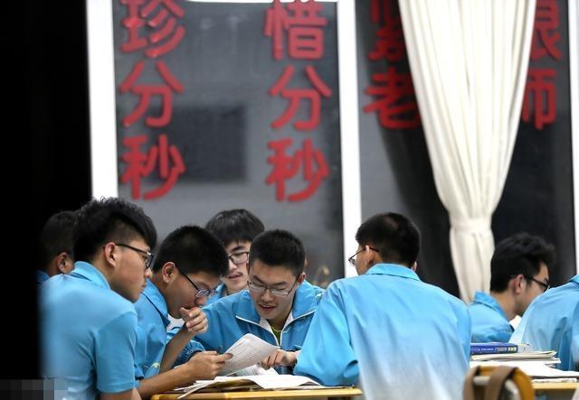 高中生入学教育视频_什么样的高中生,才能在高三名列前茅,家有高中生的要注意!