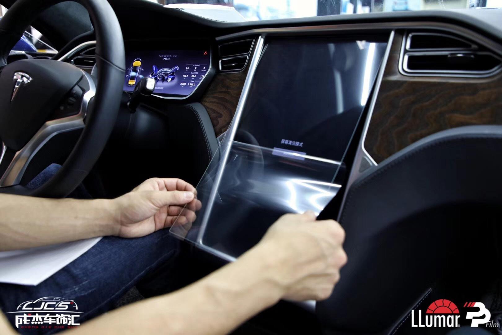 又一台特斯拉Model S到店完美装贴龙膜PPF隐形车衣