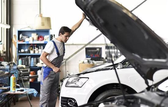 检测维修汽车